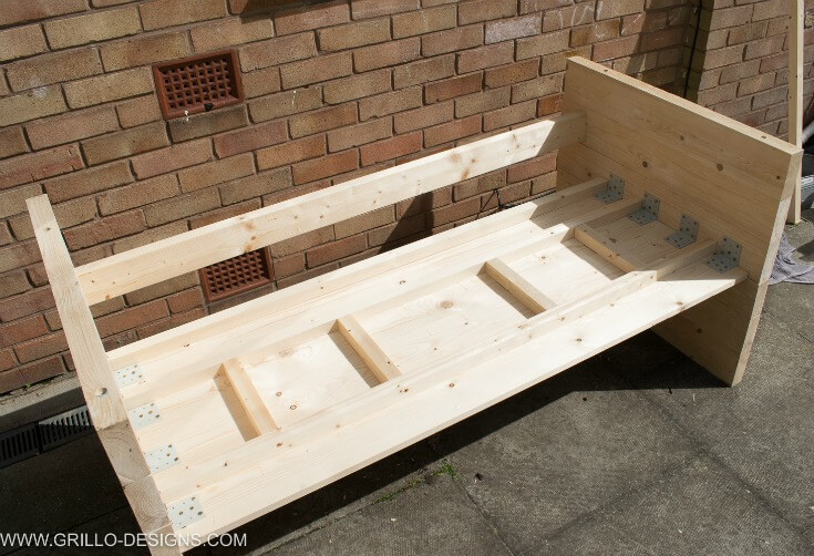 Add reinforcement to the diy outdoor sofa base / grillo designs