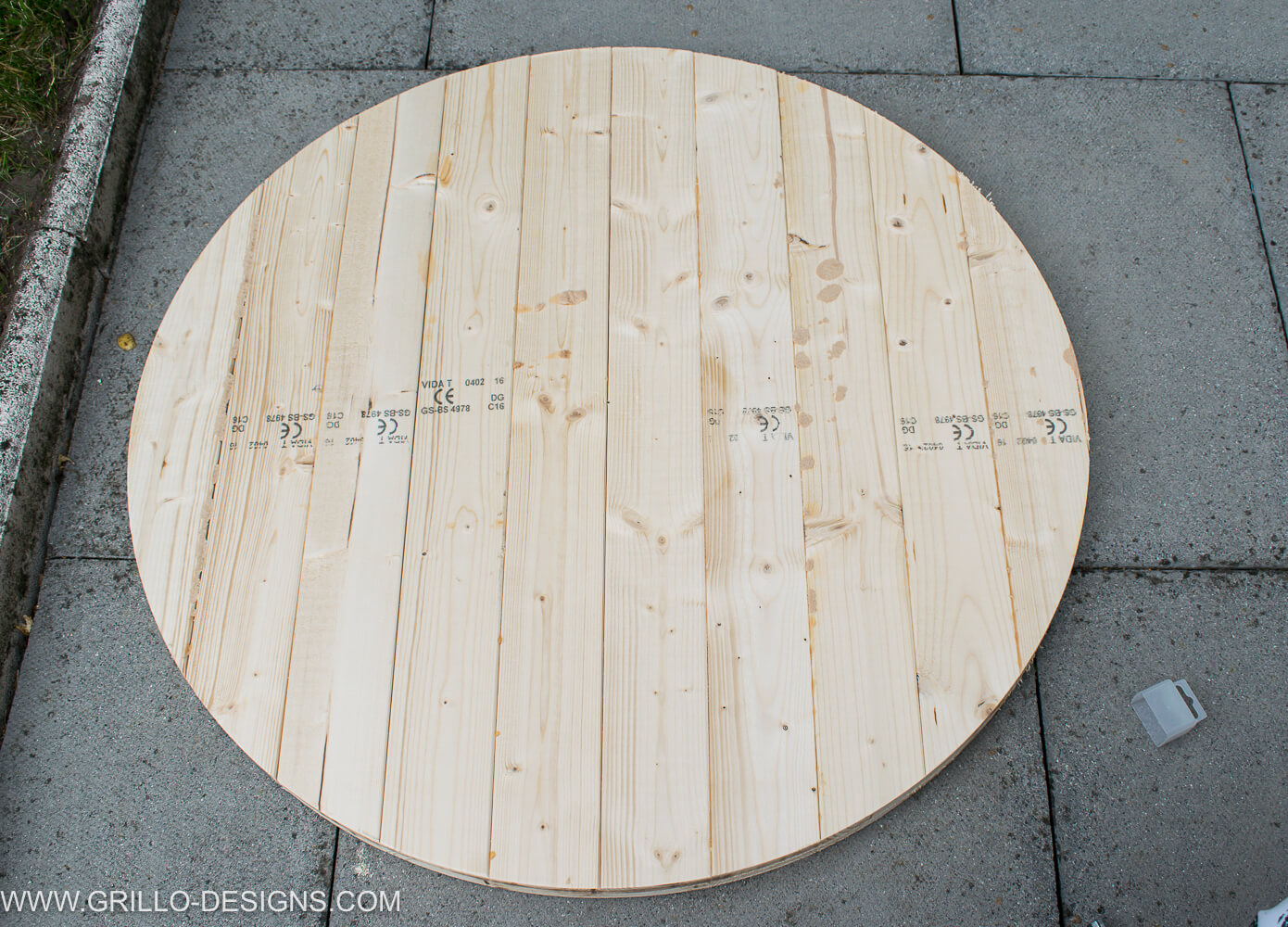 circular table top for diy tree trunk table / grillo designs