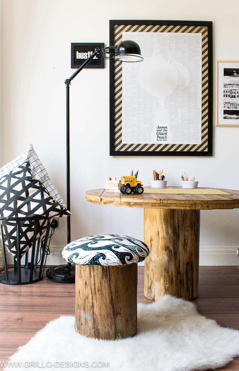 Wooden tree trunk table for kids / grillo designs