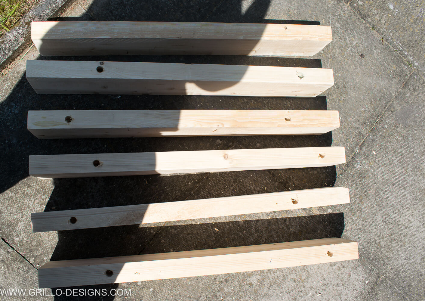 Wood with pre-drilled holes to make this rustic outdoor sofa / grillo designs
