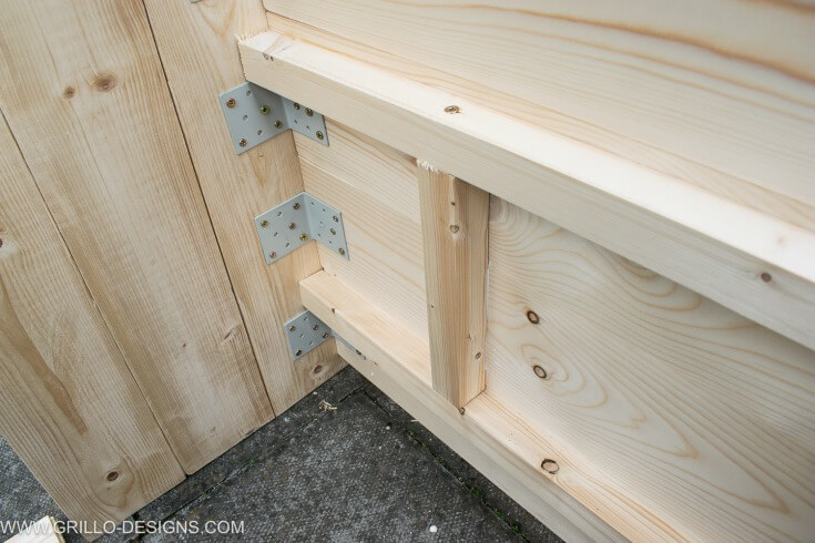 Add reinforcement to the underside of the diy outdoor sofa / grillo designs