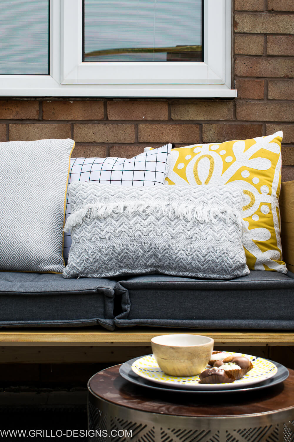 Style a modern outdoor sofa seat / grillo designs