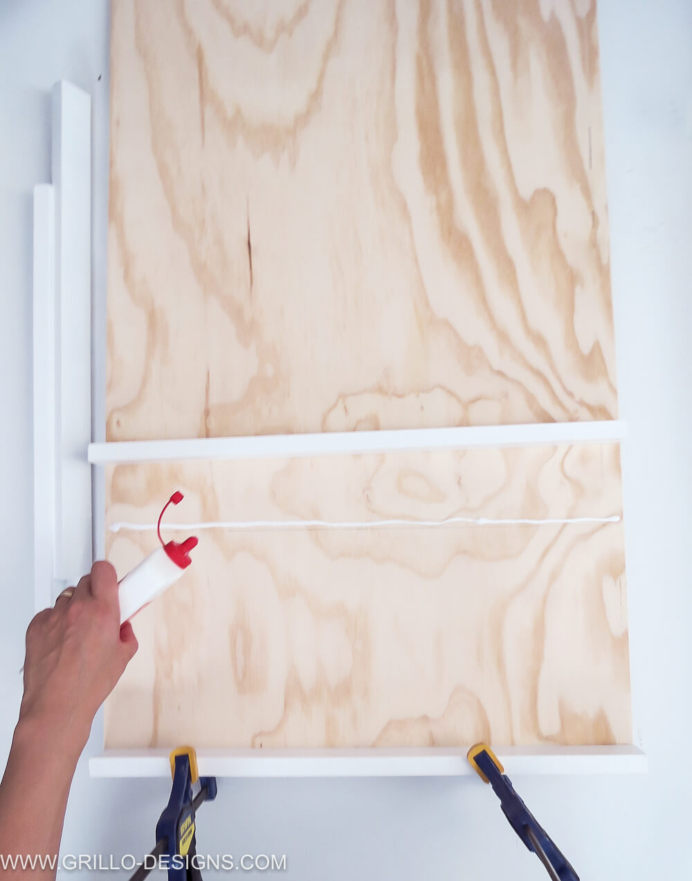 Apply wood glue to the plywood panel to make a soft toy storage shelf / grillo designs