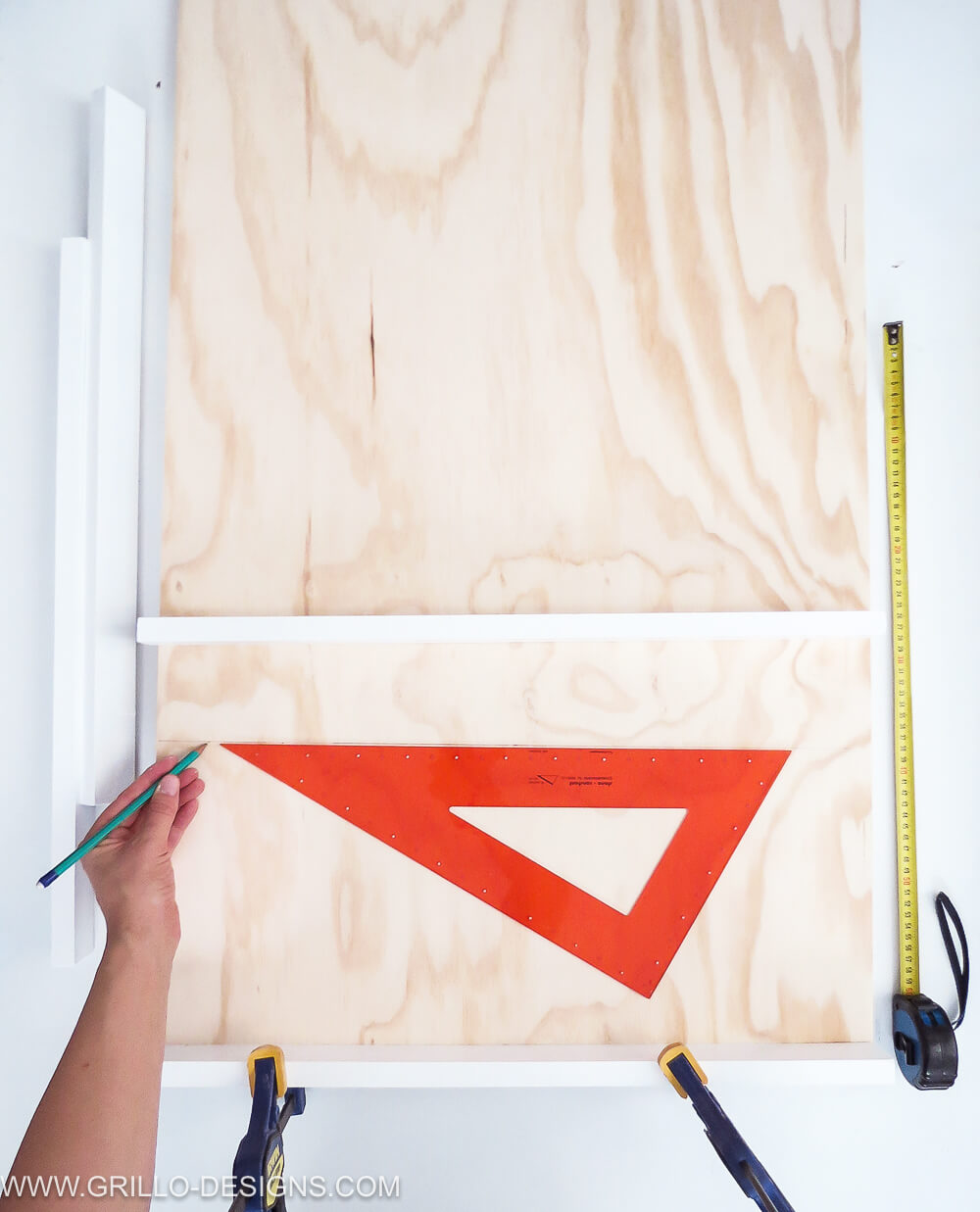 Apply the shelves to the plywood panel to make a soft toy storage shelf / grillo designs