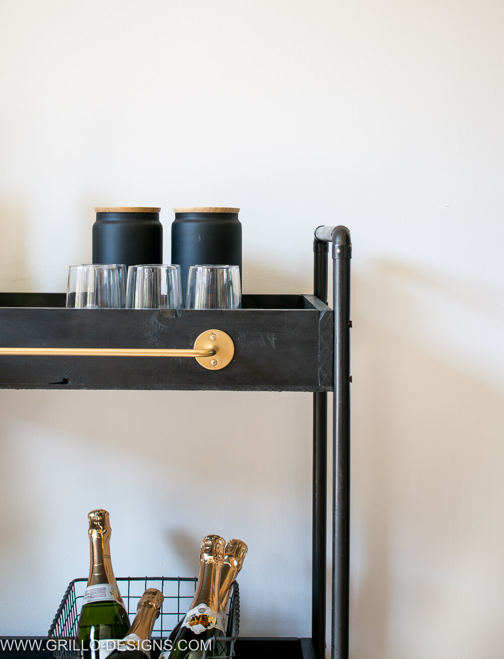 Rolling bar cart that can also be used indoors / grillo designs