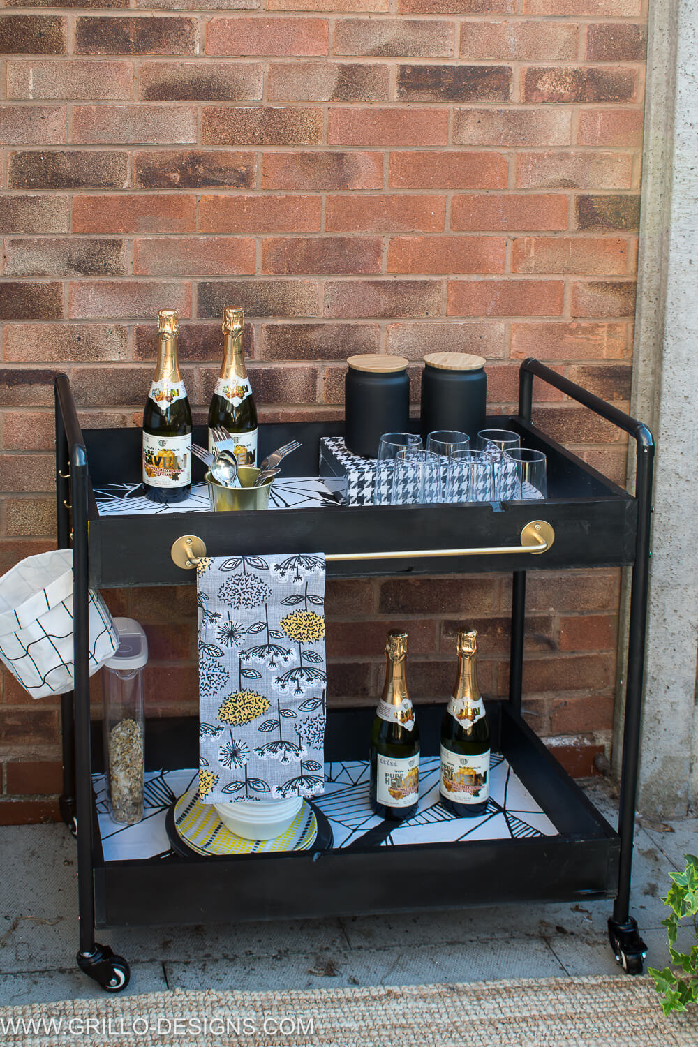 Build an outdoor bar cart from copper pipes / grillo designs