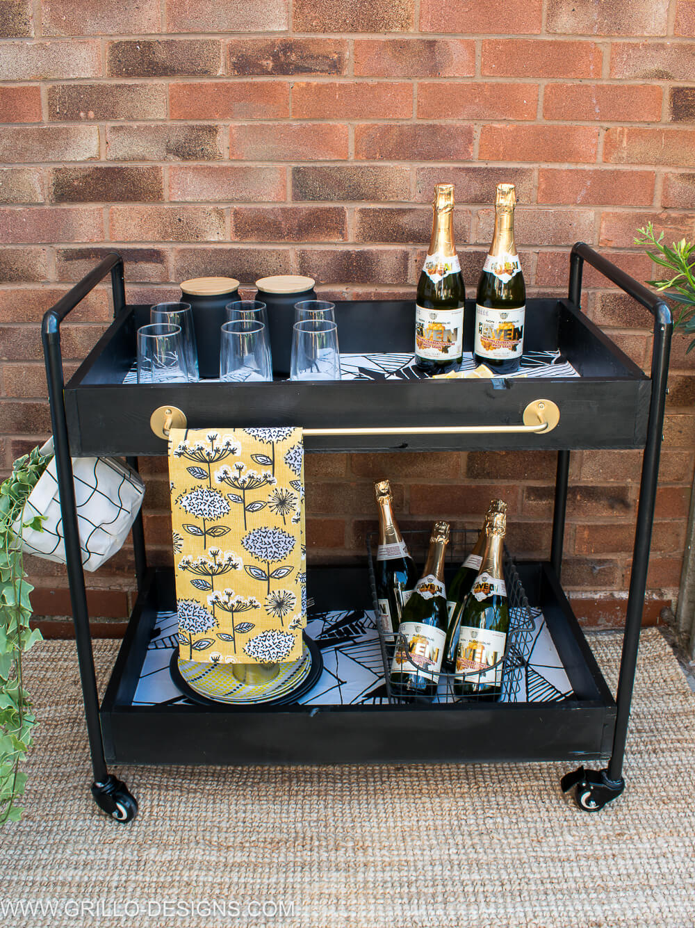 Diy outdoors rolling bar cart / grillo designs