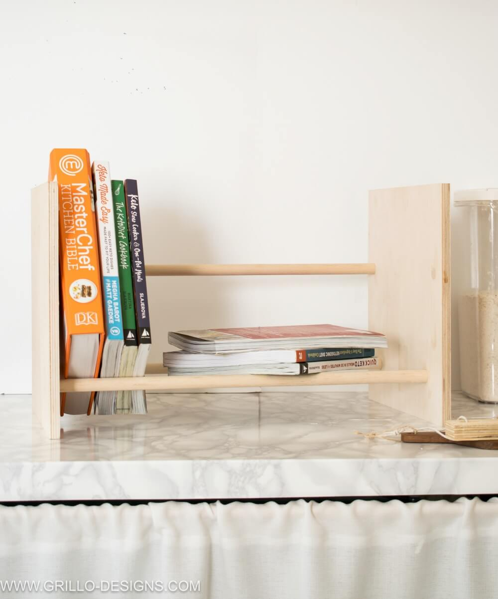 Diy bookshelf using wooden dowels / grillo designs