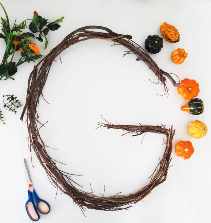 DIY MONOGRAM WREATH - Attach pumpkins and Flowers to the wire / grillo designs