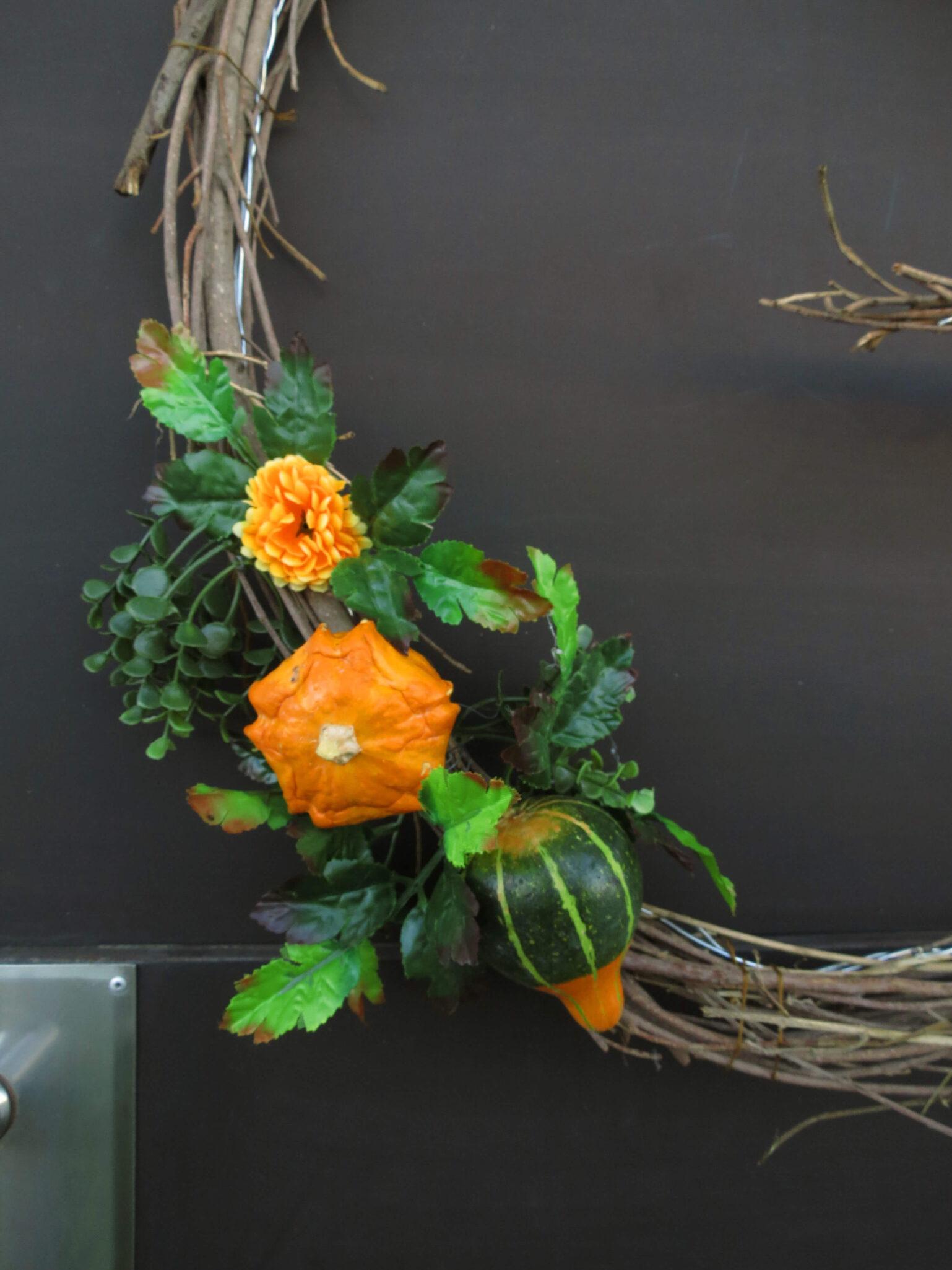 Make an festive fall monogram wreath / grillo designs