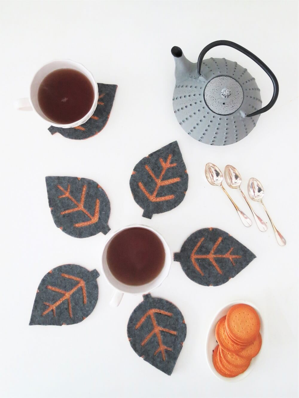 Creative leaf inspired diy cork coasters / grillo designs