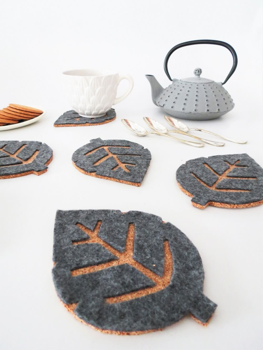 Pretty leaf inspired diy cork coasters / grillo designs