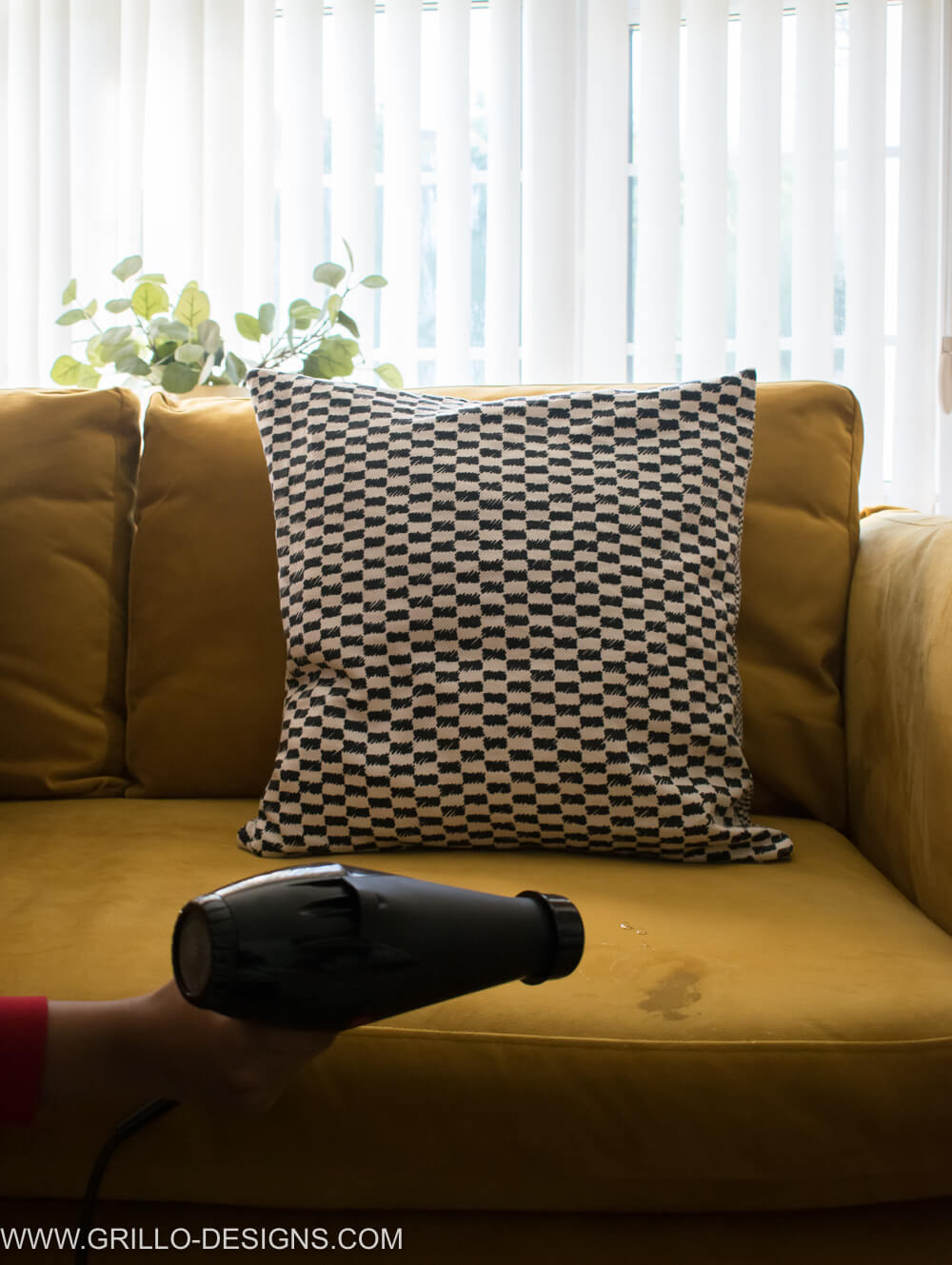 Use a hairdryer to dry stains on a velvet sofa / grillo designs