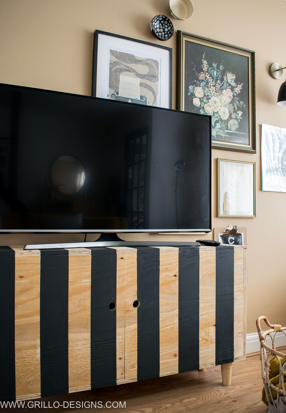 Easy diy tutorial on how to build a diy tv stand