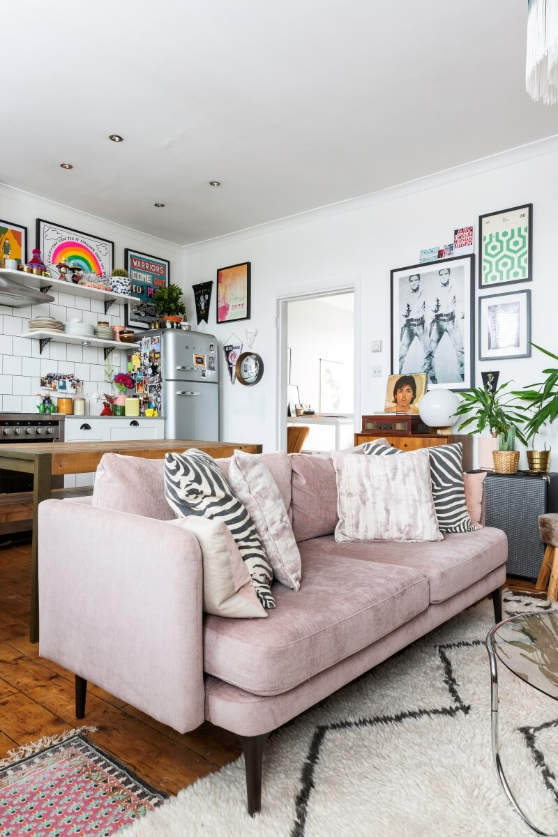 A colourful rental tour : Pink sofa in the living room