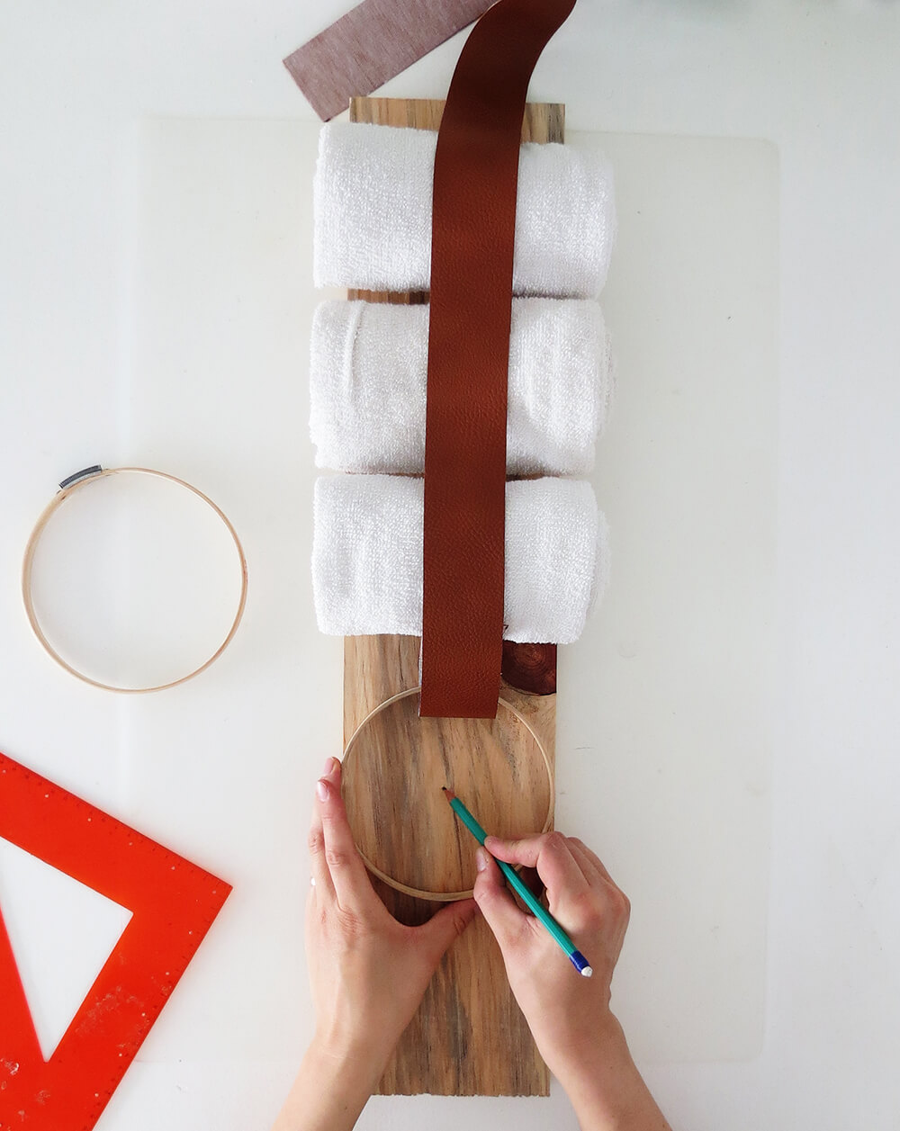 DIY Towel Storage Idea for A Small Bathroom!
