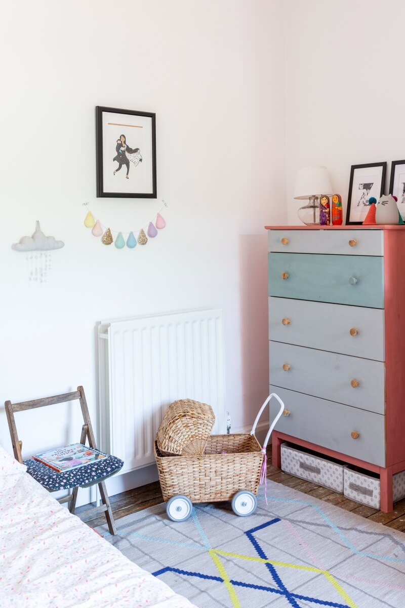 Kids bedroom with painted IKEA RAST drawers