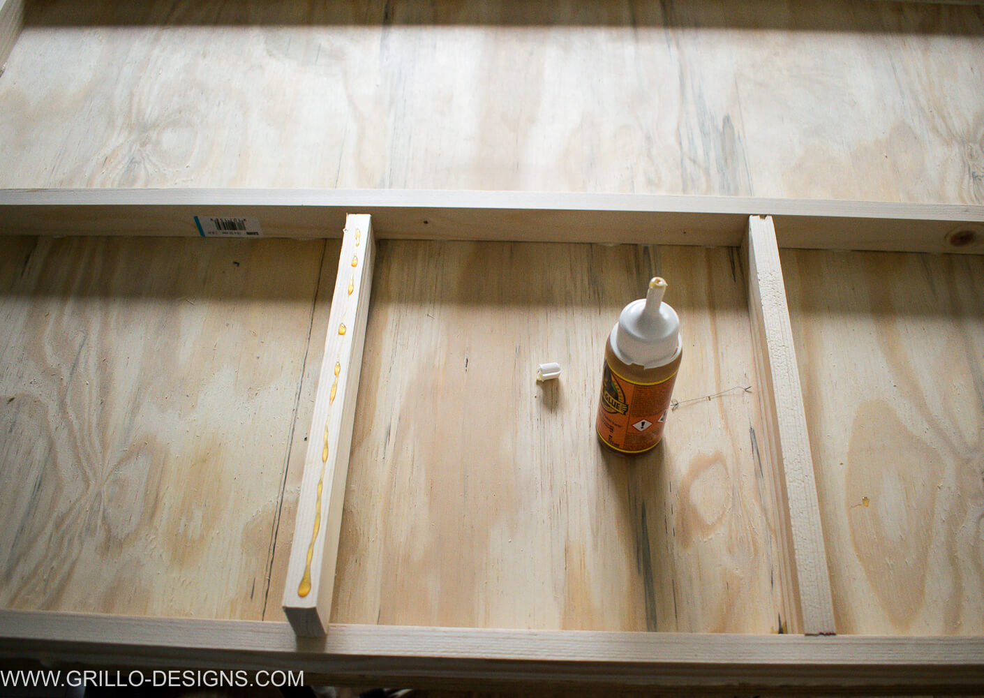 Apply wood glue to the wood that will be the inner grid