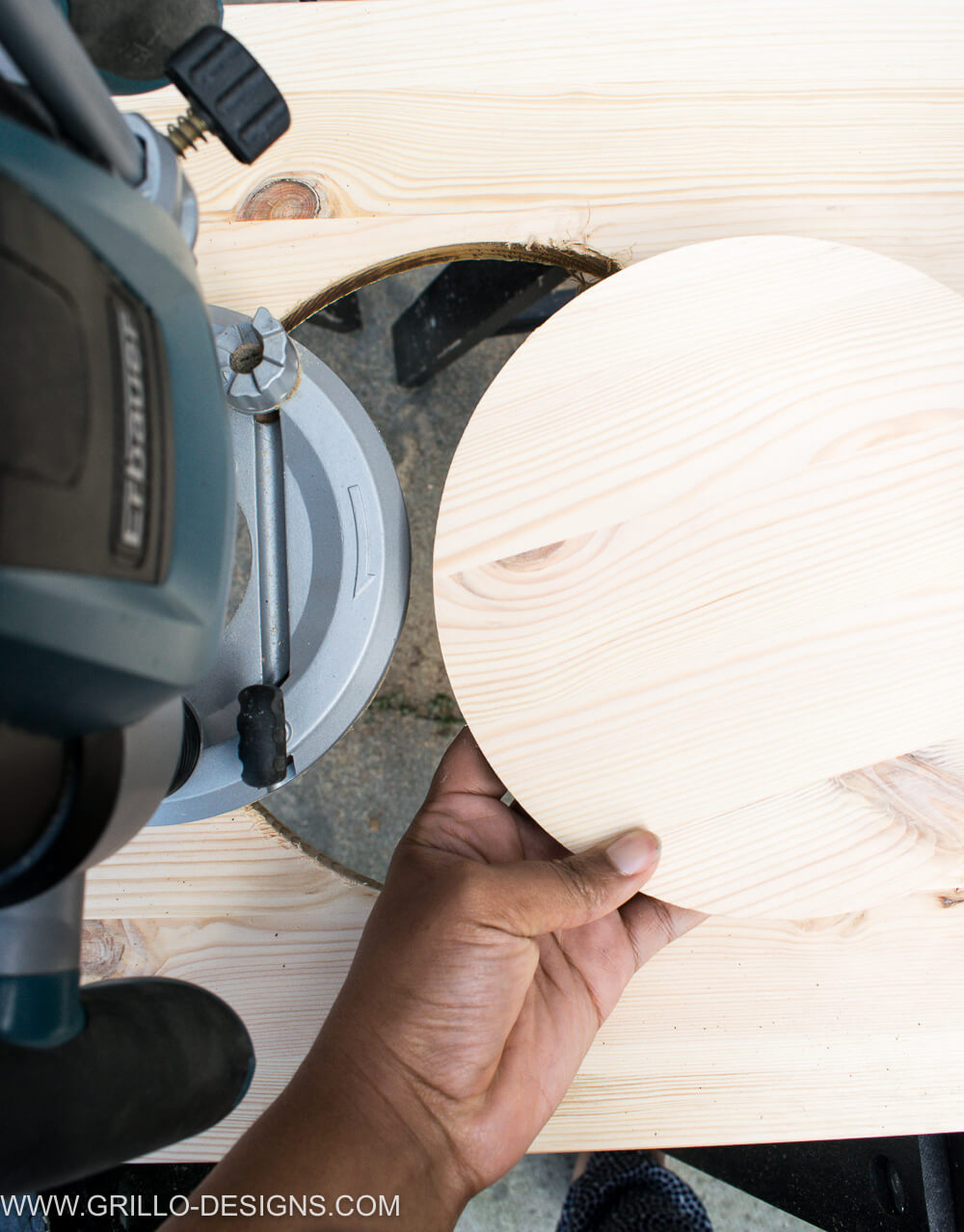 Cut circles from pine wood using a power router