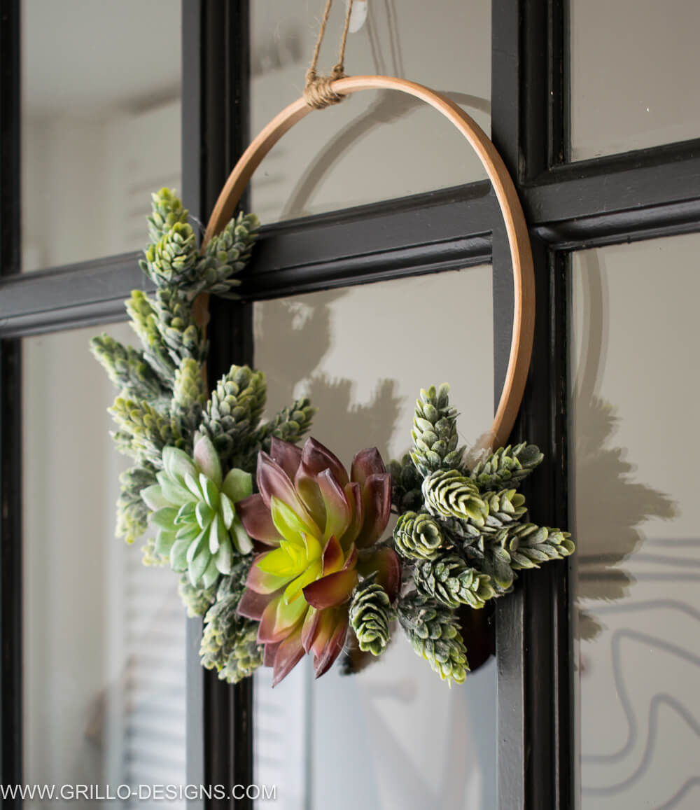 DIY Minimalist Succulent Wreath Tutorial