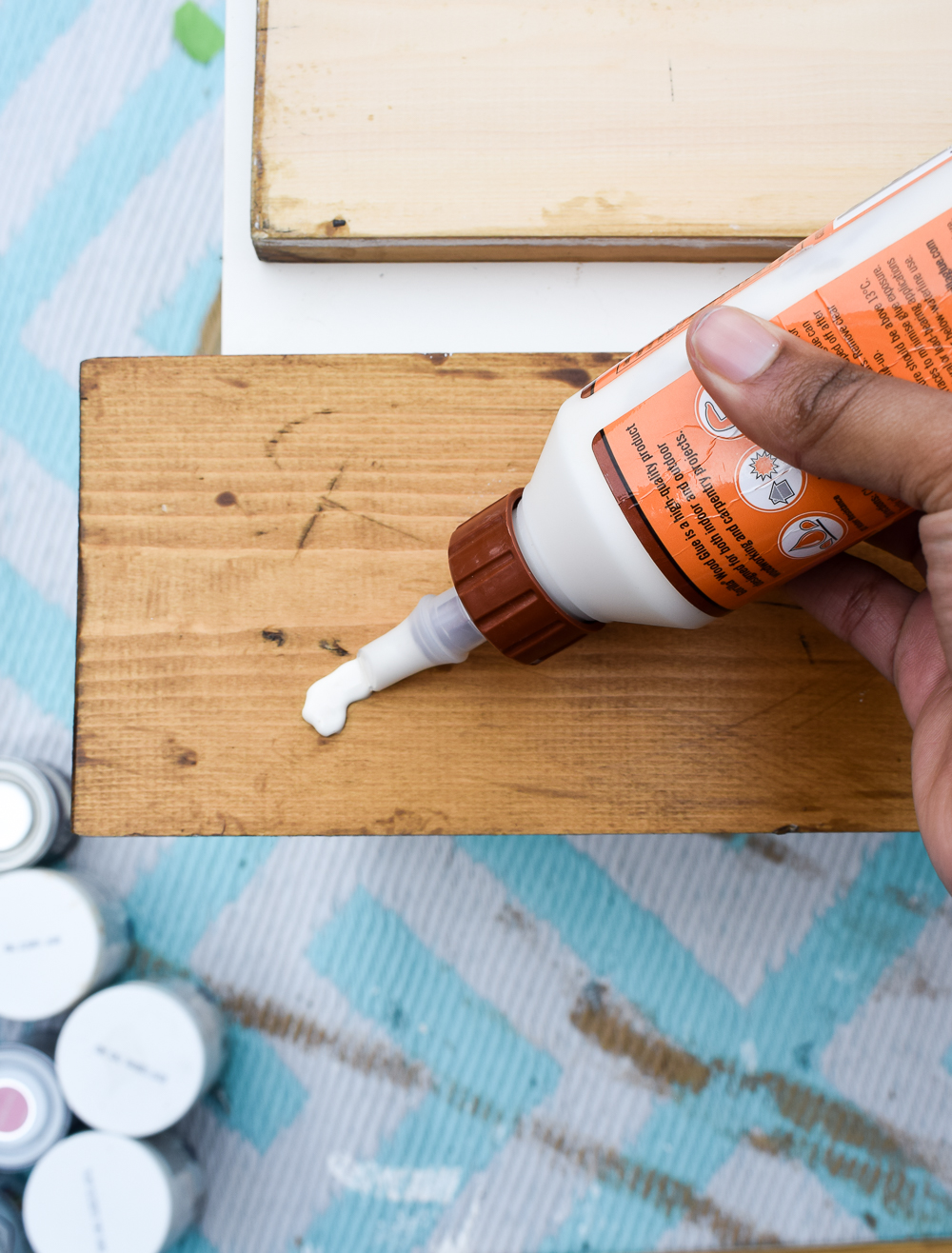 Applying wood glue to the woo plank