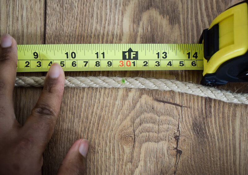 Measure and mark 30cm on the rope