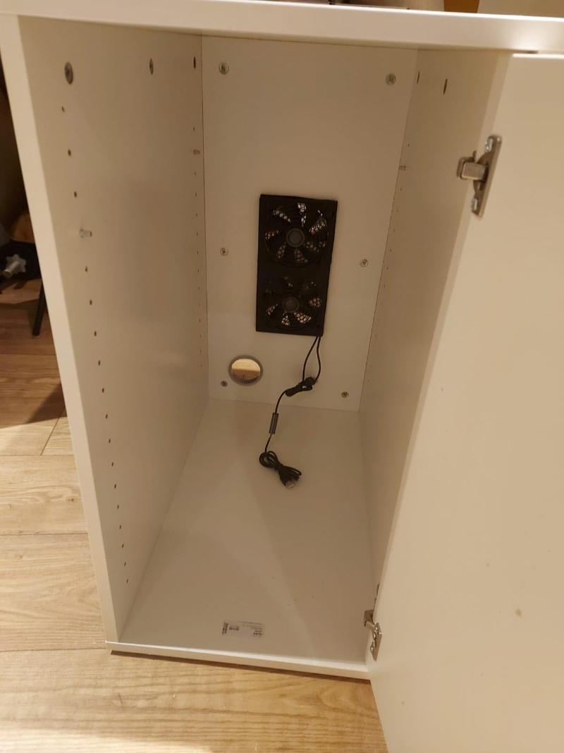 Ansicht der Luftplatte aus dem Inneren des Alex-Schranks